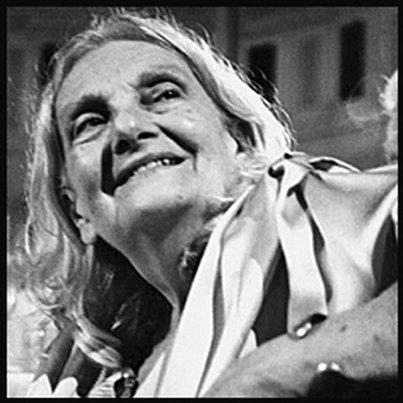 Rossana Ombres - fonte: italian-poetry.org